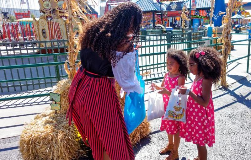Halloween Harvest at Luna park with the little Mates